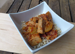Recipe: Tofu Curry with Cauliflower and Apples